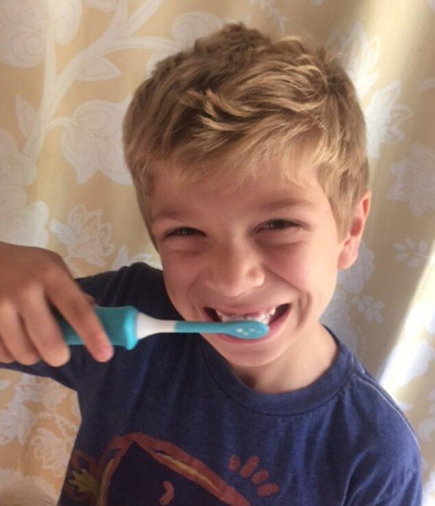 kid using sonicare kids toothbrush