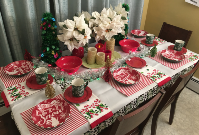 Perfect Holiday Kids Table