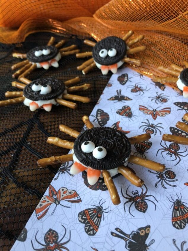 SPOOKY OREO SPIDER COOKIES